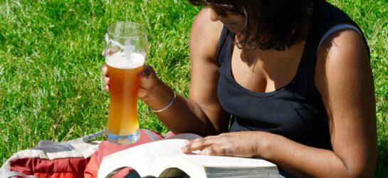 Kobieta z piwem